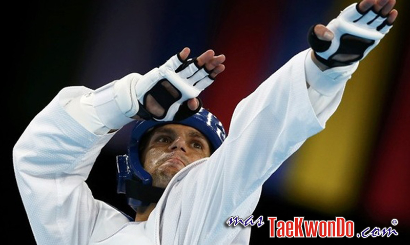 Italy's Carlo Molfetta celebrates his victory against Mali's Daba Modibo Keita in their men's +80kg semifinal taekwondo match at the London Olympic Games